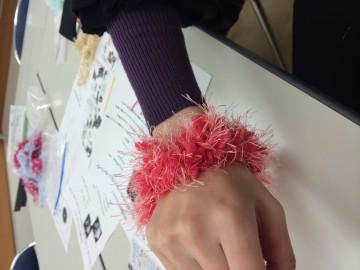 はじめての指編みシュシュ